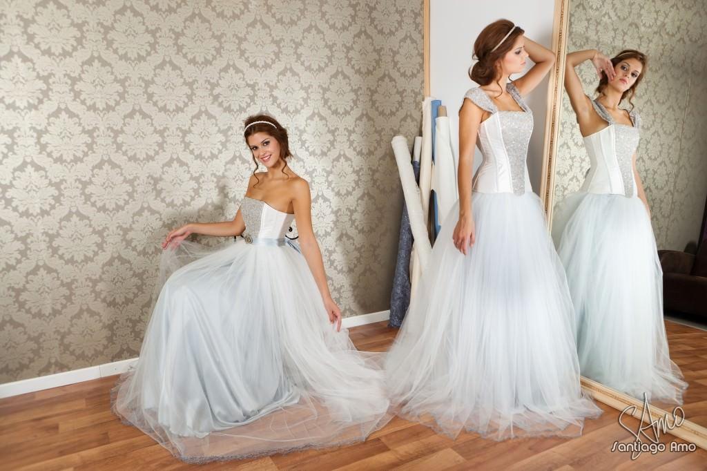 Foto de una modelo con vestido de novia